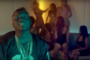 "Zoey Dollaz ""Couches"" Video"