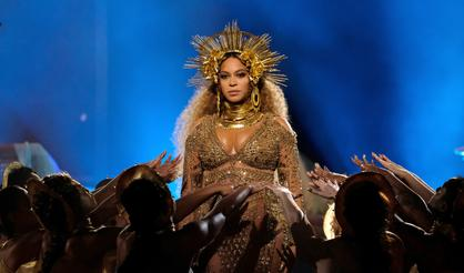Watch Beyonce's Insanely Beautiful Grammys Performance