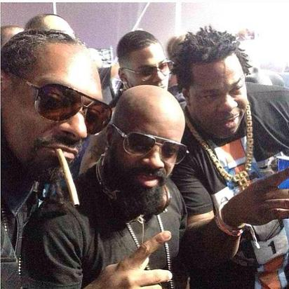 Snoop Dogg takes a selfie with Jermaine Dupri and Busta Rhymes