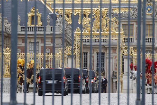 Cars arriving at Versailles for wedding rehearsal