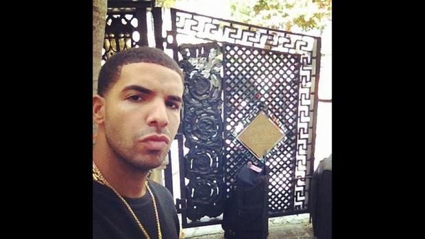 Drake giving us his toughest selfie look