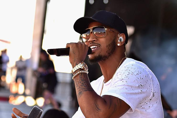 Trey Songz performs onstage at The Daytime Village during the 2015 iHeartRadio Music Festival at the Las Vegas Village on September 19, 2015 in Las Vegas, Nevada.