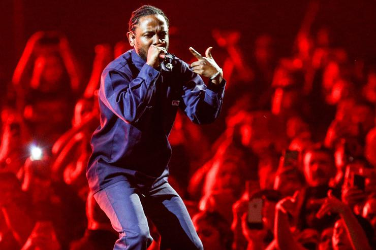kendrick lamar performs at the legend of the fall tour with the weeknd